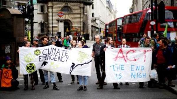 UK first to declare 'climate emergency'
