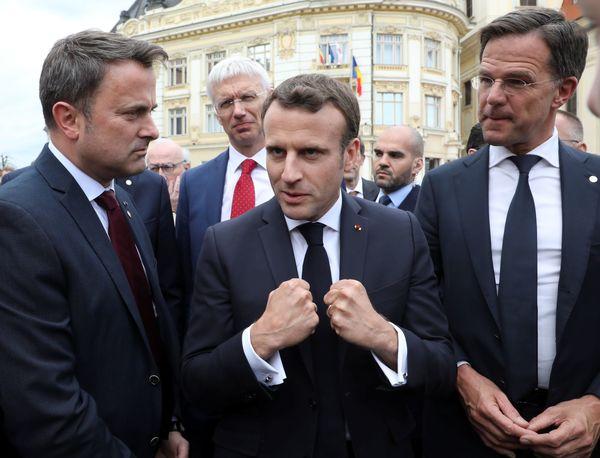 Macron met Rutte en Bettel in de bokshouding
