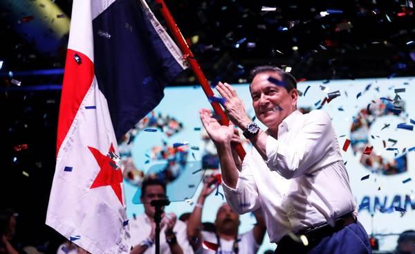 Nito Cortizo celebrates his victory. Photo: J. Cabezas Reuters