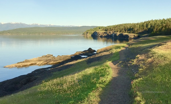 Early morning cliff walk in Helliwell Provincial Park