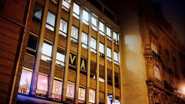 """""""TOU VA BIEN""""Squat Le Post, rue Blanche à Paris. Photo François Lafite."""