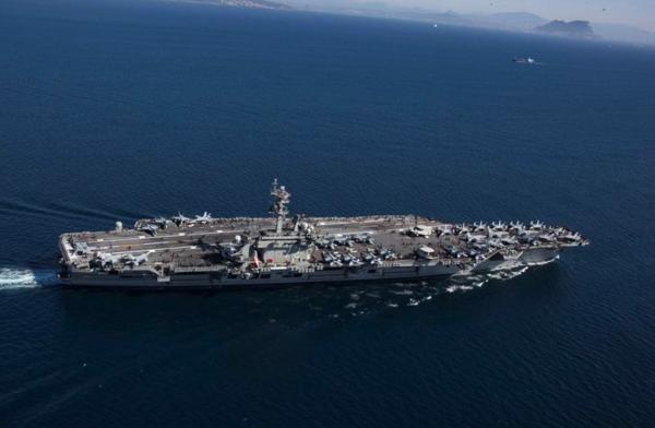Het Amerikaanse vliegdekschip Abraham Lincoln is onderweg naar de Perzische Golf (foto: Reuters)