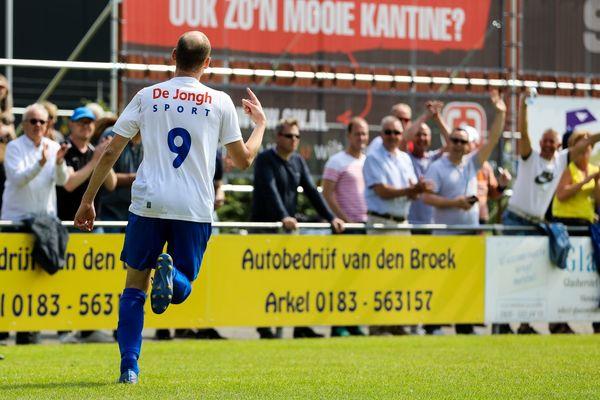 ASV Arkel heeft de titel bijna binnen. Klik op de foto (Rick den Besten) voor het verslag van de met 5-0 gewonnen wedstrijd tegen Schelluinen.