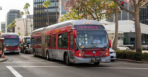 Metro aimed to install bus-only lane in LA—but will it actually happen? - Curbed LA