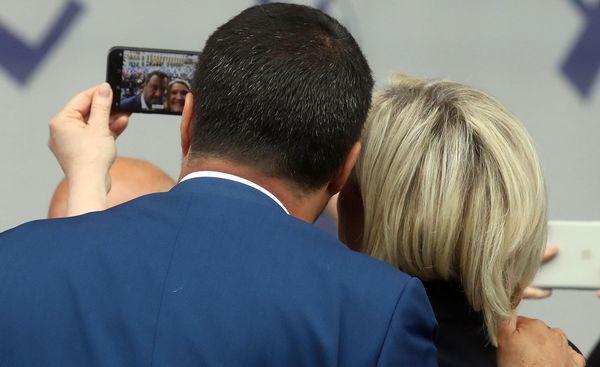 De Italiaanse vice-premier Salvini en de Franse leider van de RN Le Pen