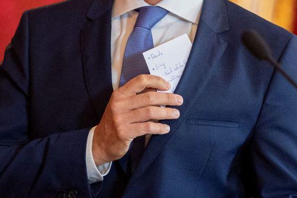 Het spiekbriefje van de Oostenrijkse  Bondskanselier Kurz