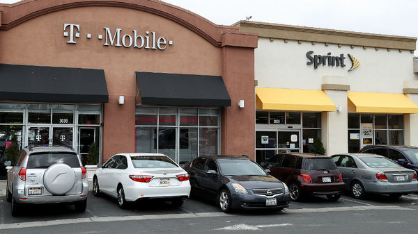 FCC chairman gives green light to T-Mobile-Sprint merger