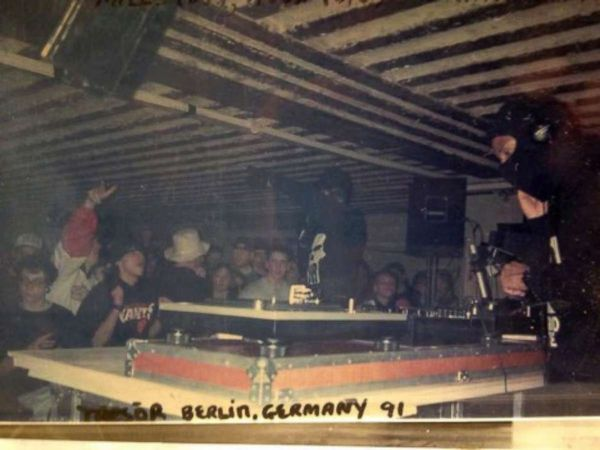 BerBerlins Tresor club in 1991 with Detroiter Jeff Mills DJing