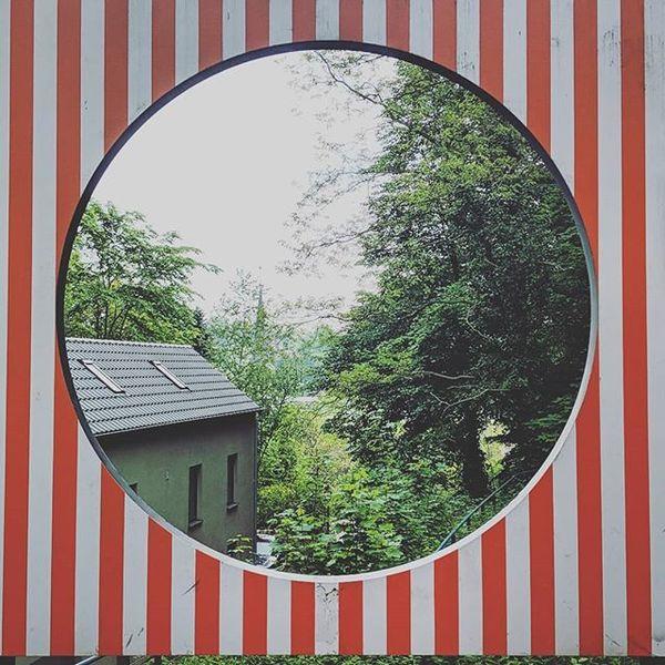 D'un cercle à l'autre est une installation artistique à Luxembourg ville.