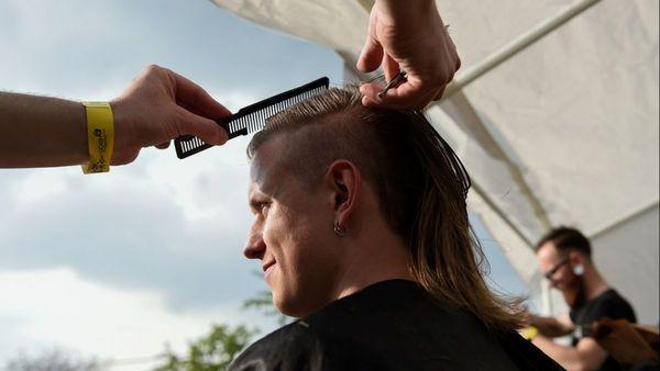 Voici les plus belles chevelures du premier festival de la coupe mulet - Mooie kapsels op festival van het nektapijt
