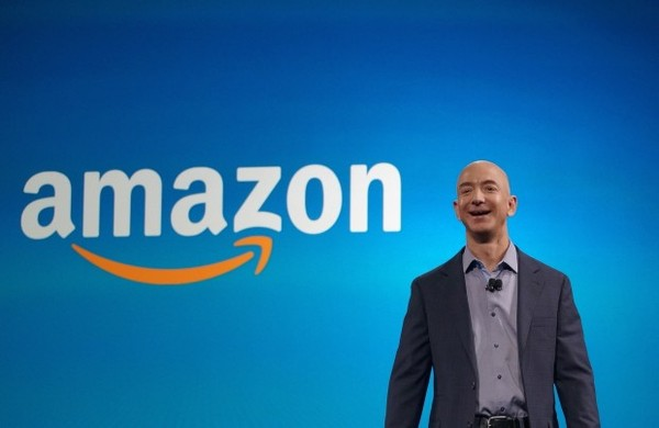 Amazon CEO Jeff Bezos shows enthusiasm for auto industry at all-hands meeting, report says