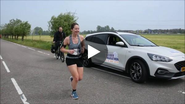 Sfeerbeelden Leiden Marathon 2019 in Kaag en Braassem (na 3 minuten).