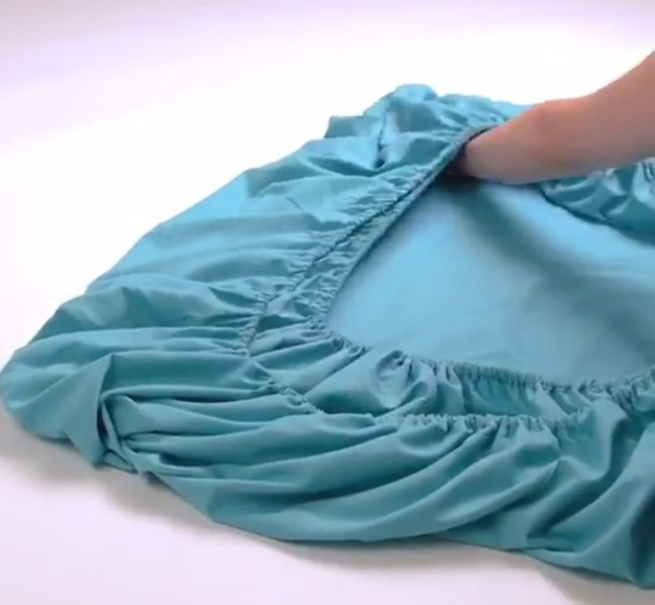 Fitted-sheet folding nightmares, solved!