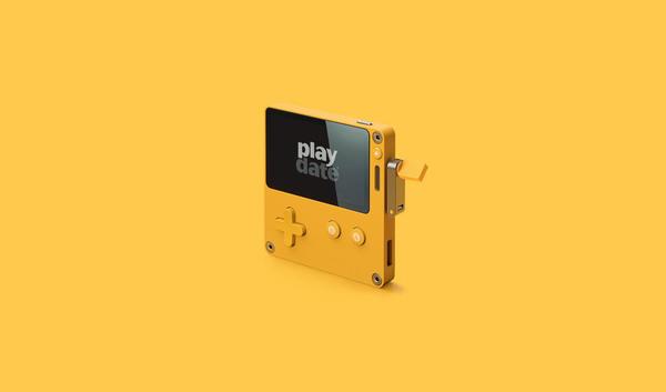 Playdate: quelle est cette étonnante console portable un peu rétro avec une… manivelle?