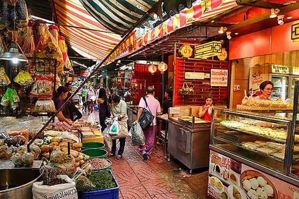 Itsaraphap. De oude markt in Chinatown.