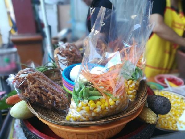 Nang Loeng markt: smullen van streetfood.