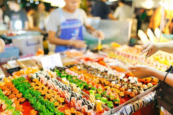 Waar markten zijn is eten......