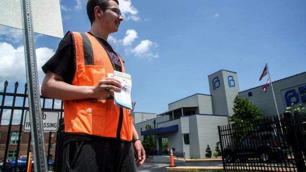 Anti-abortusactivisten voor de enig overgebleven abortuskliniek van de staat Missouri (foto: Reuters)