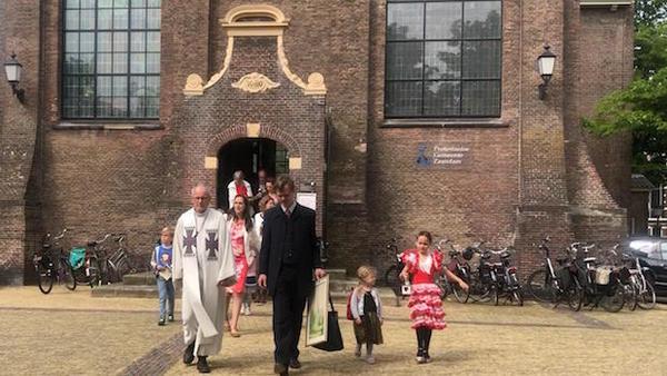 Overgangsexodus over de Zaan: kerk verhuist (filmpje)   De Orkaan