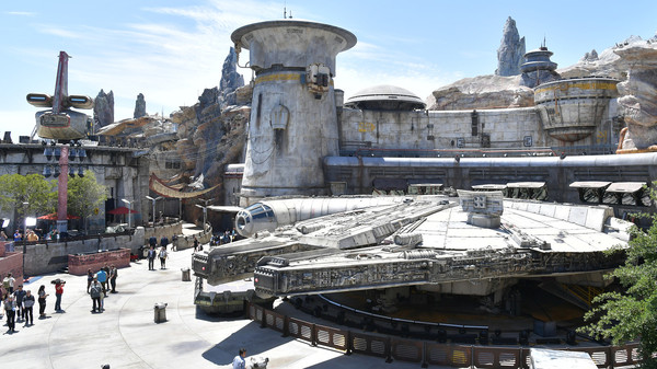 At Disneyland's new 'Star Wars' attraction, brace yourself for $200 lightsabers, $42 cocktails and 4 a.m. lines | MarketWatch