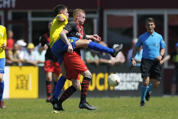 Justin Beemsterboer maakte met een hattrick het verschil voor Papendrecht. Klik op de foto (Richard van Hoek) voor het verslag.