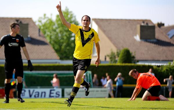 Het prachtige seizoen van HSSC'61 eindigde in een anticlimax na de 0-1 nederlaag in de derby tegen SV Meerkerk. Klik op de foto (Jeroen de Bruin) voor het verslag.