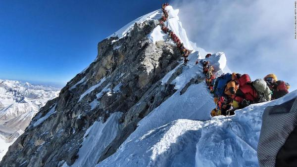 "Jerry Saltz on Twitter: ""This is just wrong. Climbers in line yesterday at Mt. Everest. 11-dead so far.… """