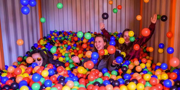 Dikke pret met een (mega)ballenbak - EventGoodies