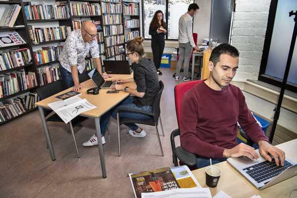 Alexander Pleijter en een deel van de redacteuren. Foto: Villamedia/Truus van Gog