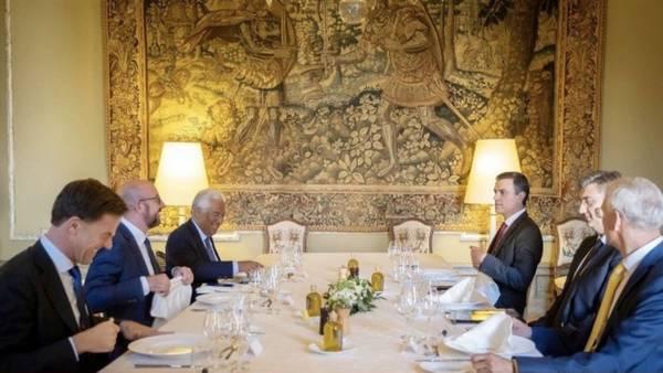 Premier Rutte aan tafel