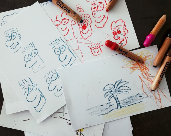 Mes prgrès en dessin : Je continue à m'entraîner... avec les crayons de ma fille