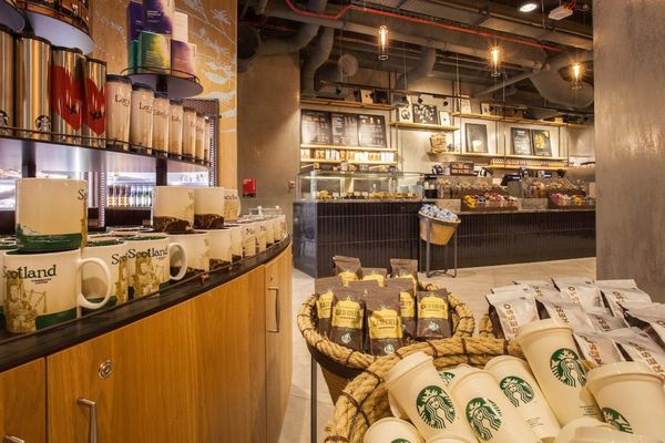 Starbucks Bets London Airport Can Crack the Reusable Cup Code
