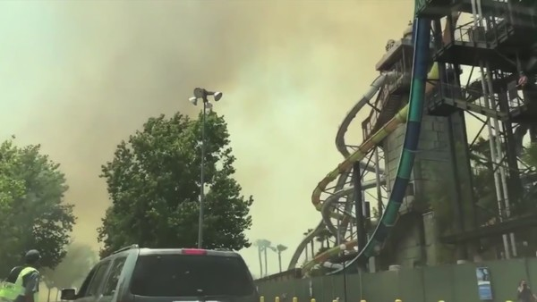 Brush fire forces evacuation of Six Flags Magic Mountain In Valencia