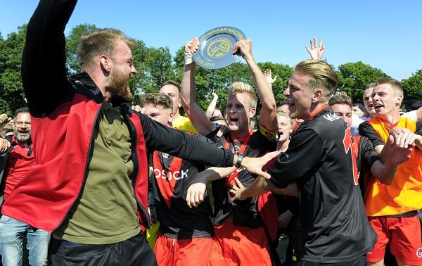 Papendrecht miste het kampioenschap op doelsaldo, maar promoveerde via de nacompetitie alsnog.