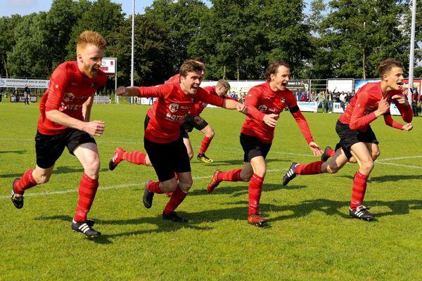 SV Meerkerk had het betere van het spel, maar De Zwerver haalde vanaf de stip het potje uit en promoveert naar de tweede klasse.
