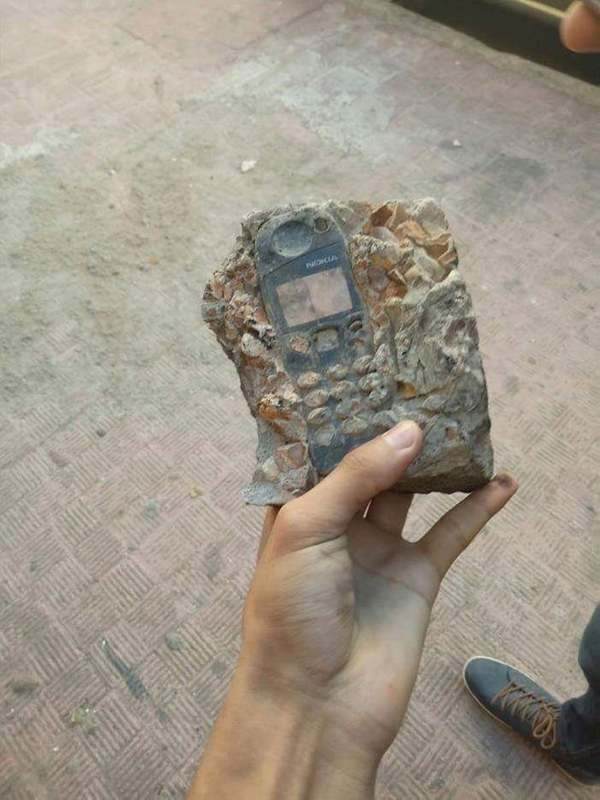 The Nokia Fossil! Probably still has 50% battery left! - Credit: reddit/u/SexyHotBabe
