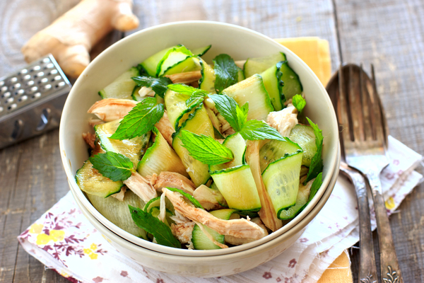 Aziatische kip-komkommer salade