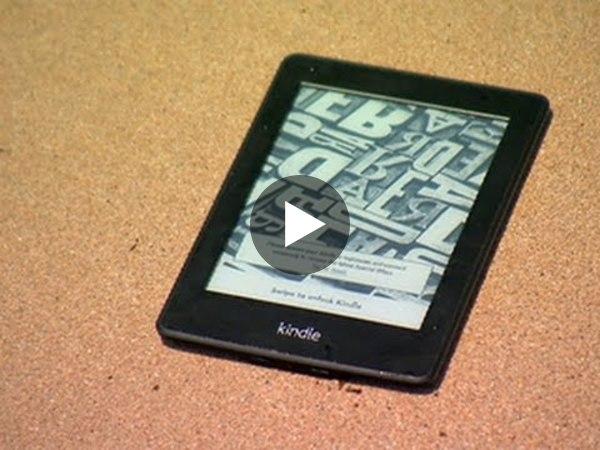 Il video mostra la resistenza di Kindle a sabbia, sole e acqua: solo con i modelli Paperwhite e Oasis avrete letture digitali sicure anche in spiaggia.