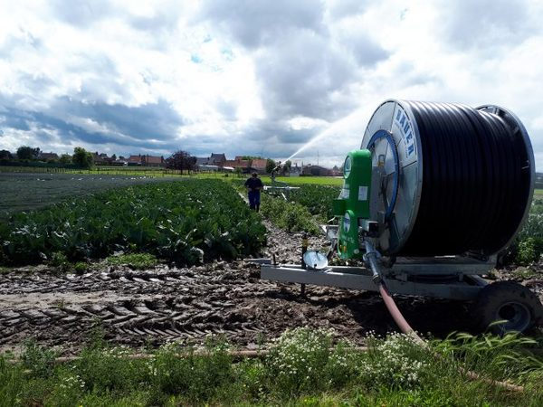 Ardo distribue de l'eau purifiée aux agriculteurs - Ardo stelt gezuiverd water ter beschikking van de landbouw