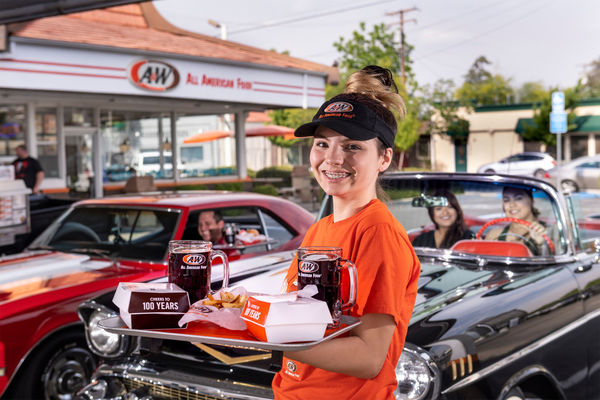 A&W turns 100: How the iconic drive-in gave birth to the bacon cheeseburger and Marriott | WTOP