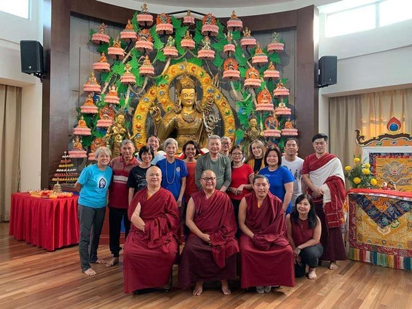 Group photo of Trinley Nyingpo Retreat with Drupla Sherab Dorje