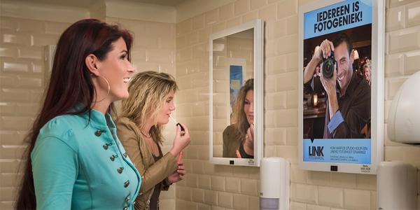 Innovatie gespot: reclamebord en spiegel in één - EventGoodies