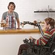 Deze robotarm maakt rolstoelgebruikers een heel stuk minder afhankelijk
