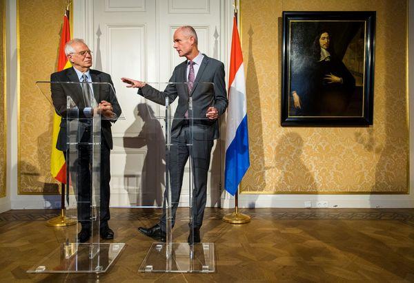 Minister Blok met de nieuwe Spaanse  buitenland chef van de EU Borrell