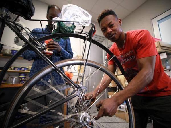 Quei pedali capaci di salvare la vita: «La Ciclofficina ora punta all'Africa»