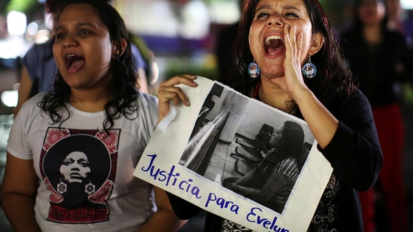 Women protest in support of Evelyn Hernandez (Jose Cabezas/Reuters)