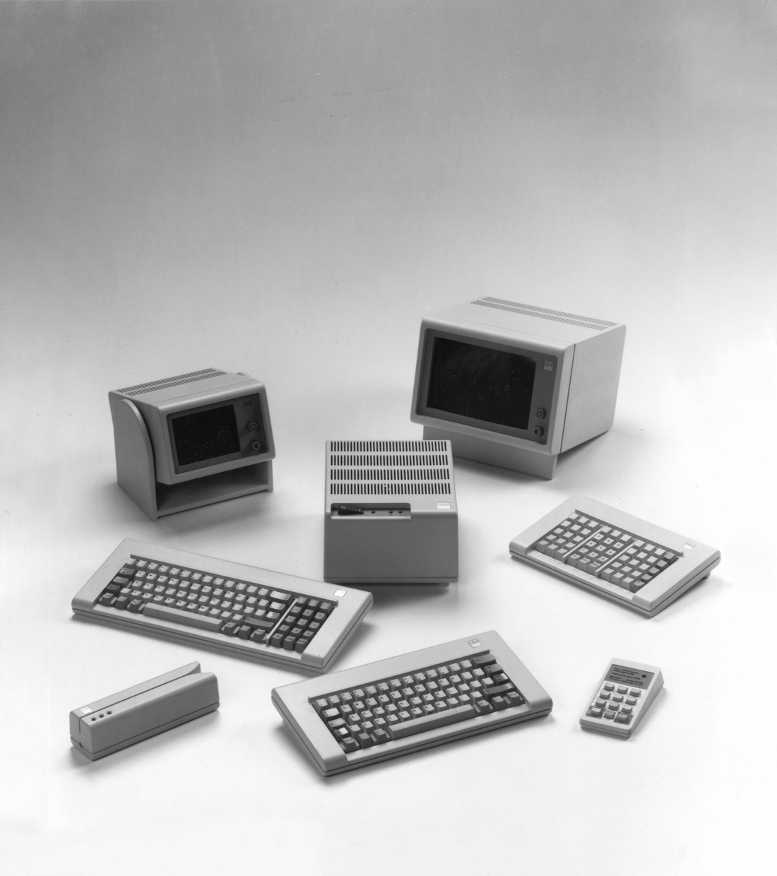 The components of the IBM 4700 Finance Communication System