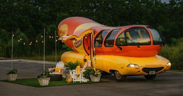 Das berühmte Wienermobile kann jetzt über AirBnB gebucht werden