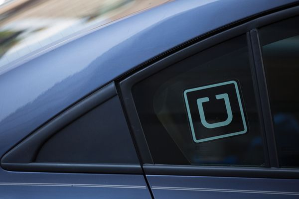 uber driver helped himself to a $100 tip and a 5-star review without his riders' consent