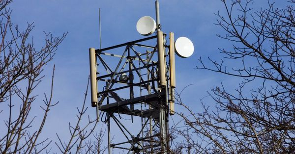 Apple, Google, Facebook and Microsoft ask FCC for speedy low-power Wi-Fi tethering